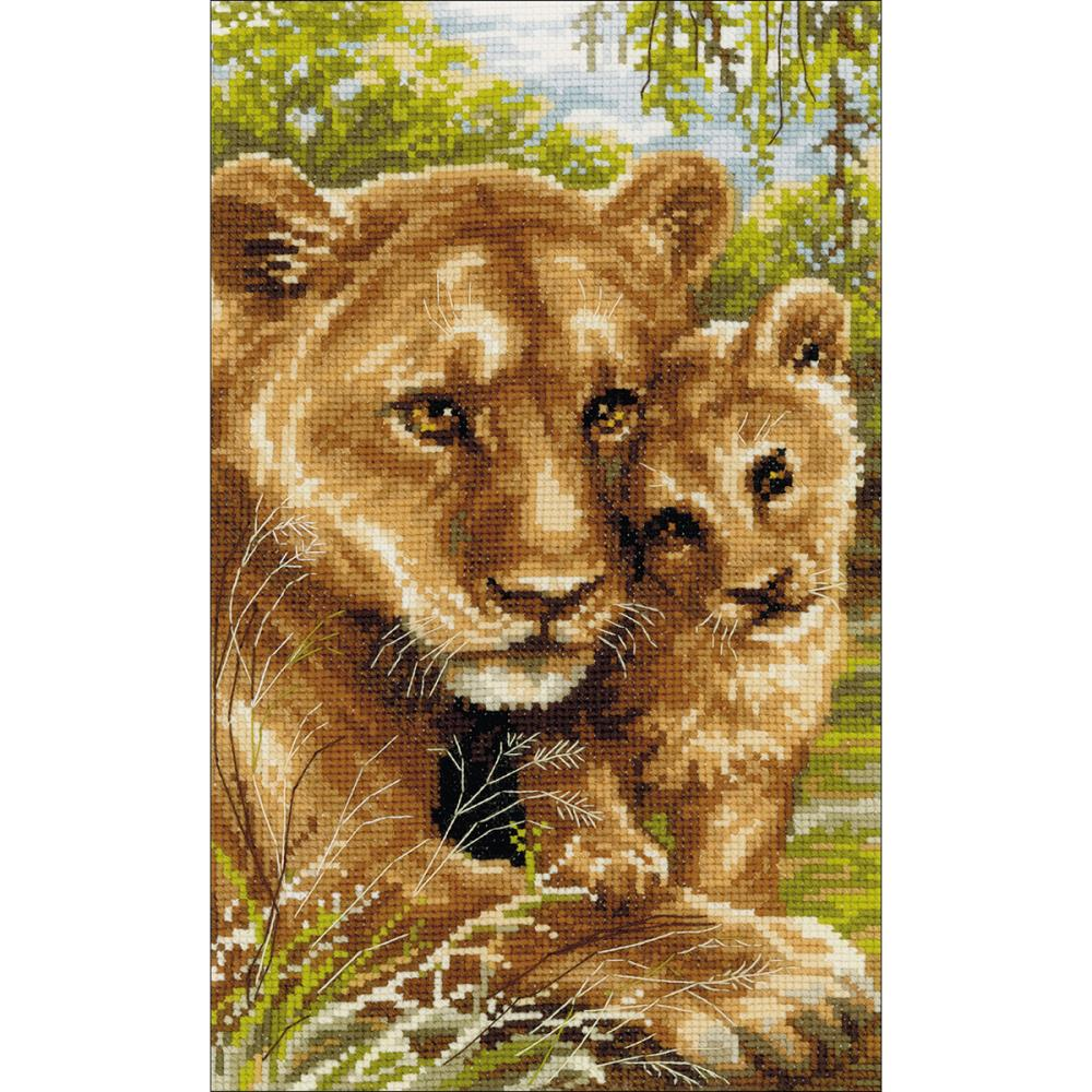 Lioness With Cub (10 Count)